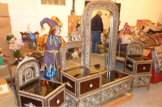 Mirrors & Chests