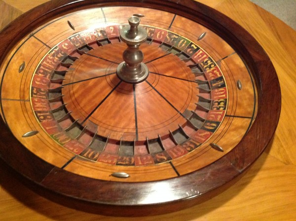 antique roulette wheel in coffee table obnoxious antiques. Black Bedroom Furniture Sets. Home Design Ideas