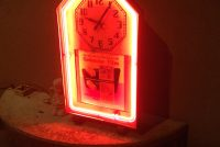 clock-neon-advertising-3