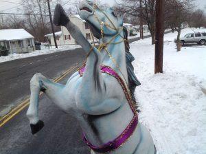 horse fiberglass white 1