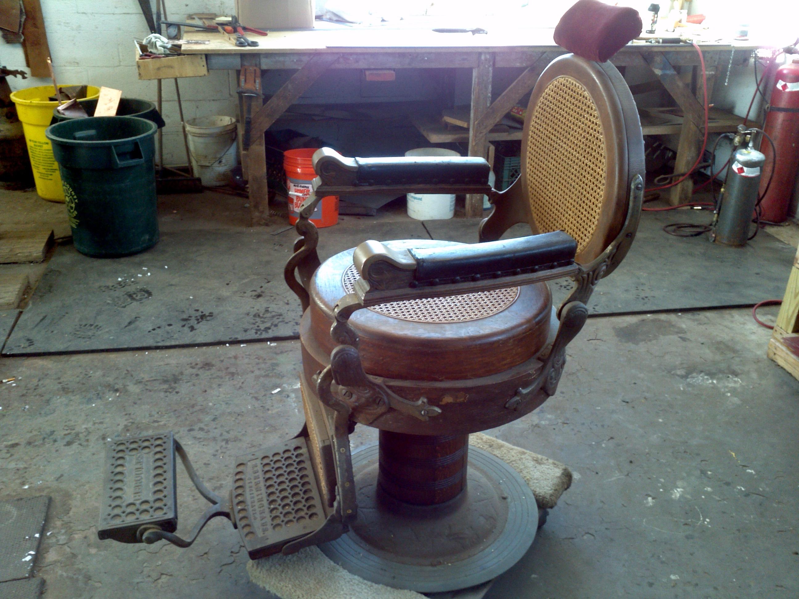 Antique Wooden Chairs >> Antique 1901Berninghaus Wooden Barber Shop Chair « Obnoxious Antiques