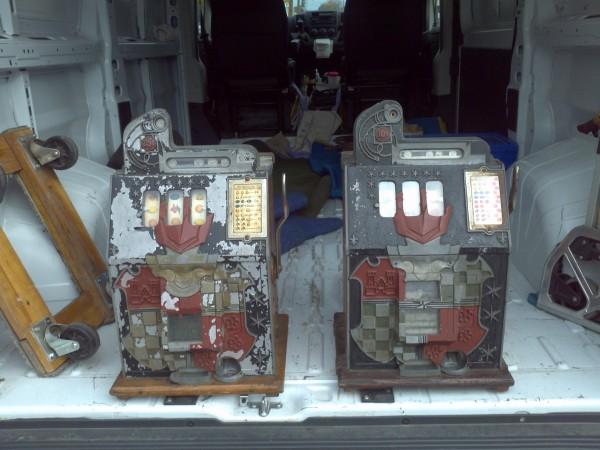 Antique 10 Amp 25 Cent Mills Castle Front Slot Machines