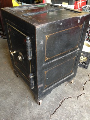 safe antique 9JPG