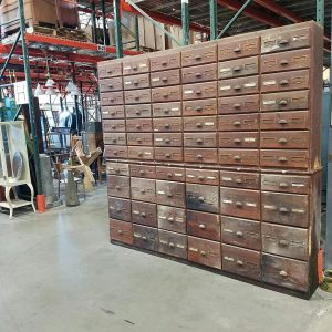 cabinet-hardware-store-set-up-1