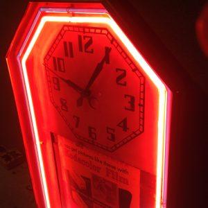 clock-neon-advertising-1