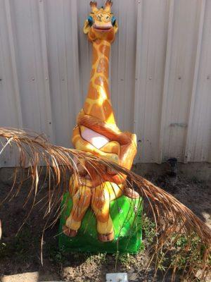 giraffe amusement park 2017