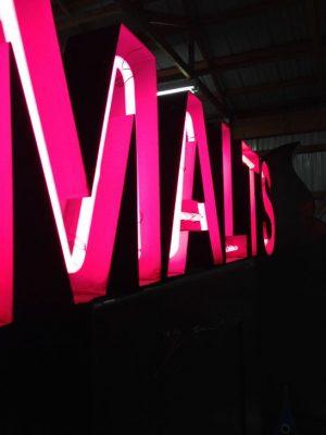 neon malt sign 1