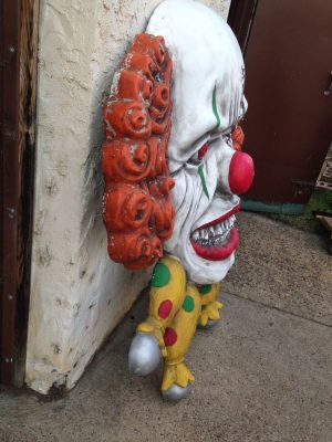 clown haunted house ugly 1